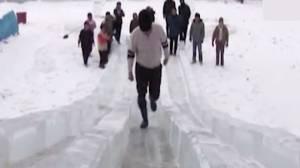 STICOの長靴氷の坂での滑り止め実験